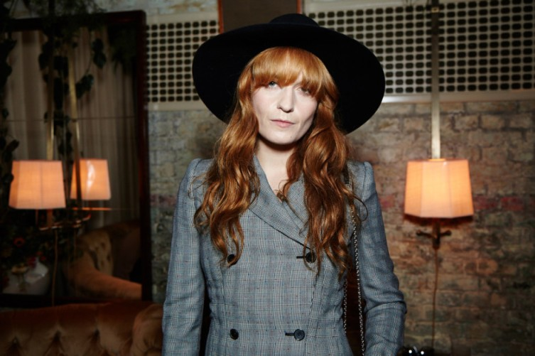 Florence Welch dressed up her bangs with an oversized fedora