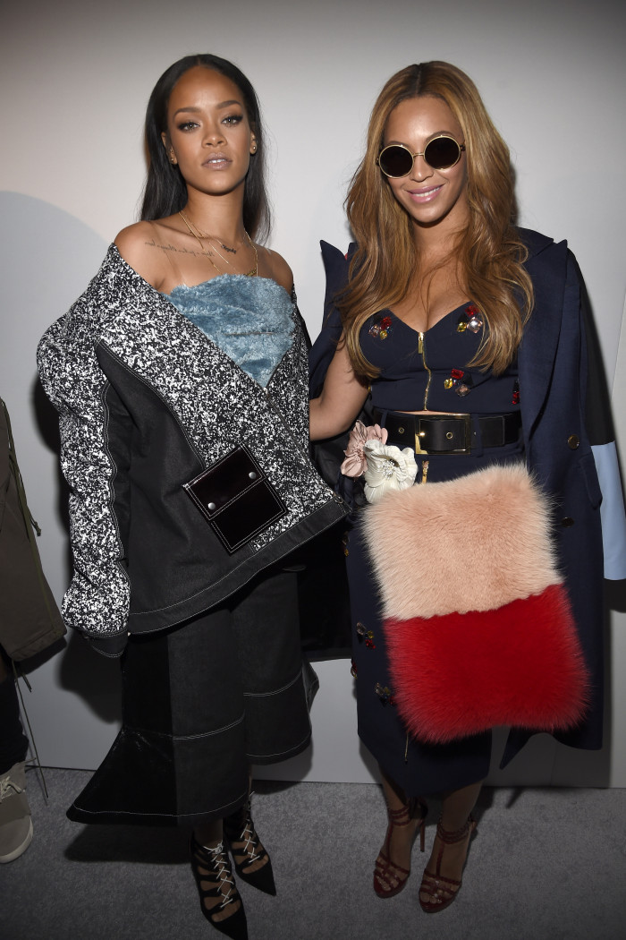 B & Rih's 'Er, yeah we're great friends' awks moment