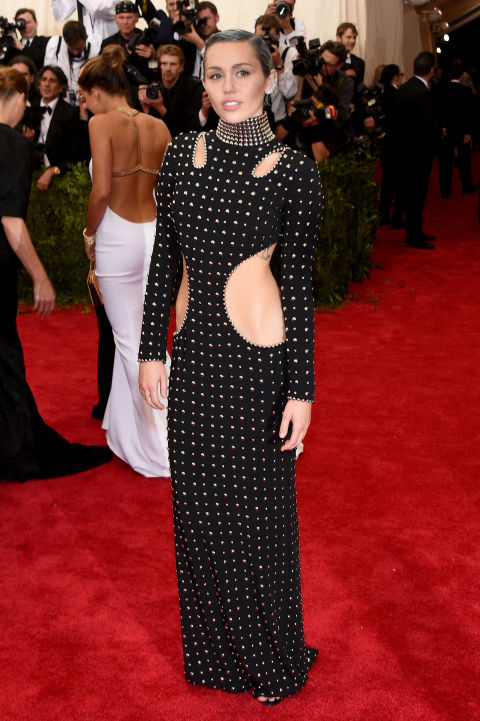 Miley Cyrus met ball balenciaga