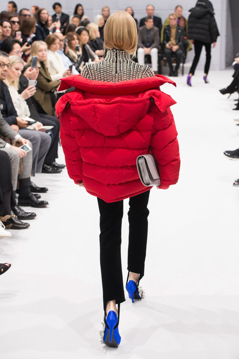 Red puffa back AW16 Balenciaga
