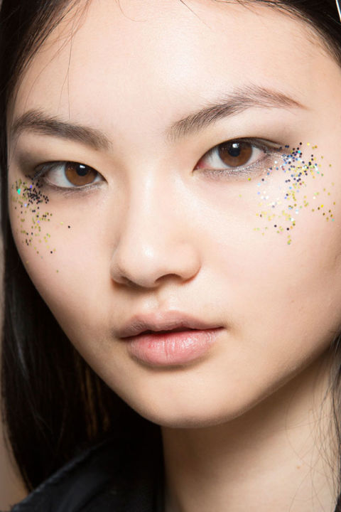 best-beauty-looks-from-lfw-glitter-burberry