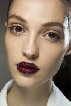 How To VErsace Red Glitter Lips