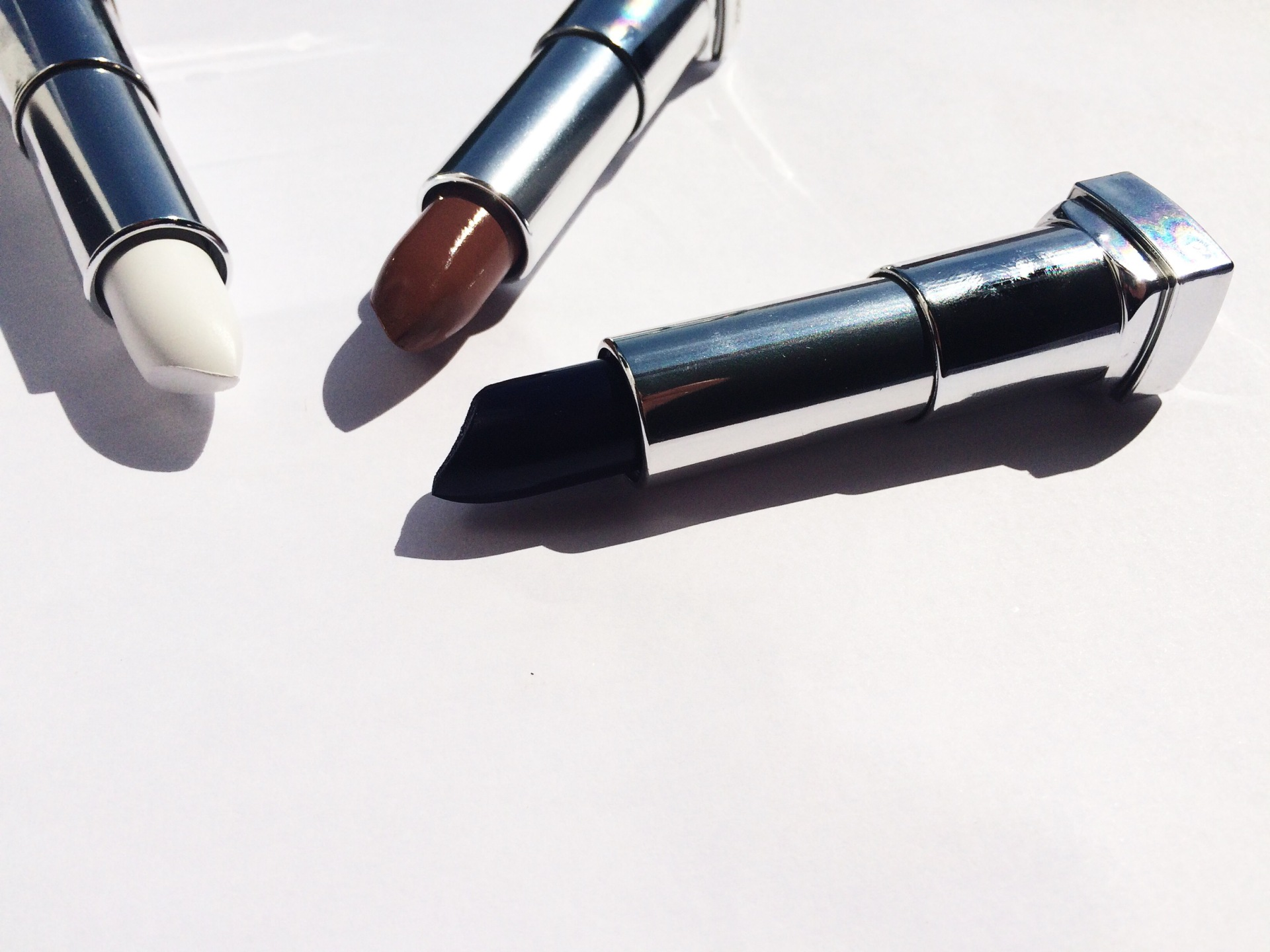 maybelline-wicked-white-gone-girege-midnight-blue-lipstick-budget-drugstore-uk-blog-review