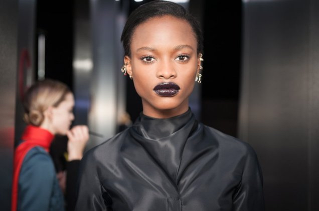 shop-dark-glossy-lips-dior-fashion-week-fw-2016