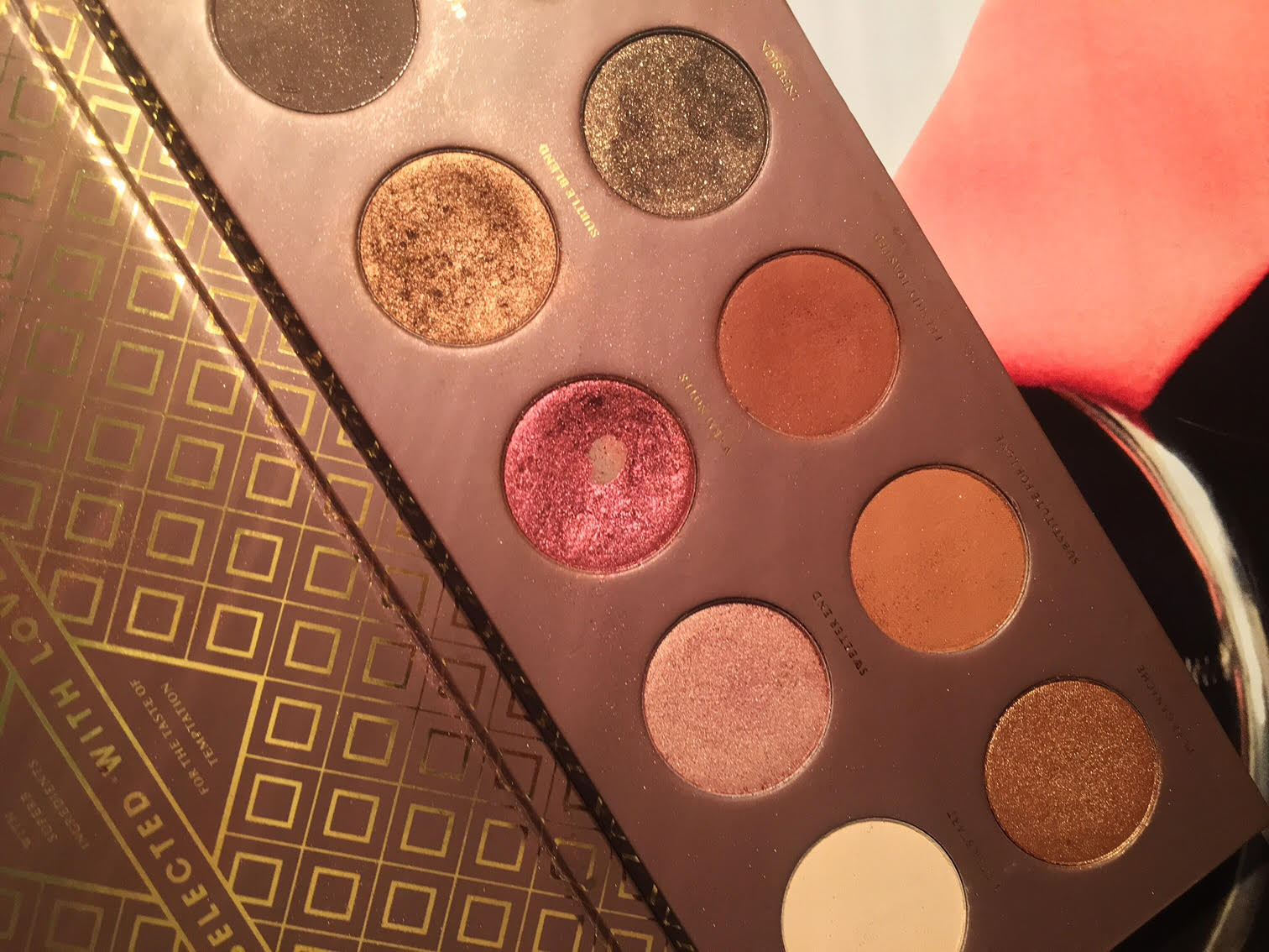 zoeva-cocoa-blend-eyeshadow-palette-review