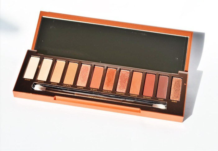 Blush reviews Urban Decay Naked Heat Eyeshadow Palette